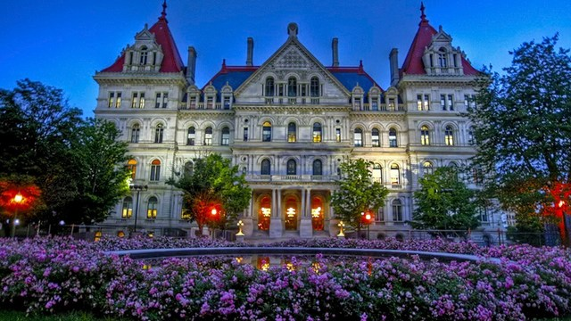 NY lawmakers want budget vote, Cuomo says there's no deal