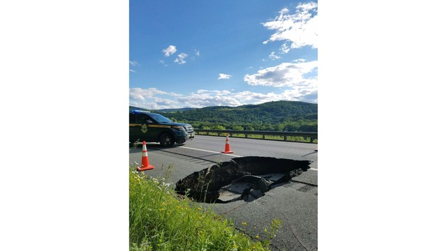 Vermont State Police: Sinkhole on I-89